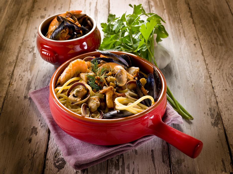spaghetti with seafood and mushrooms